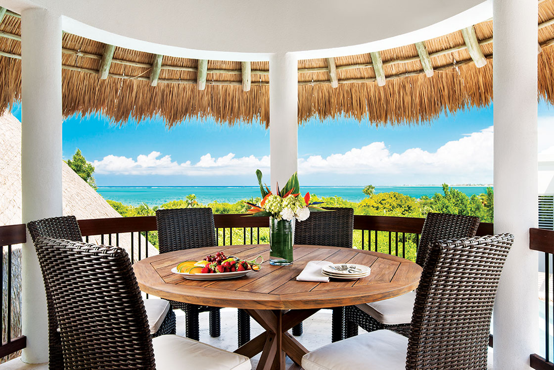 For outdoor entertaining, the large swimming pool has a swim-up bar complete with bar stools, shaded BBQ and wet bar area and a tiki-hut that serves as an al fresco dining pavilion.